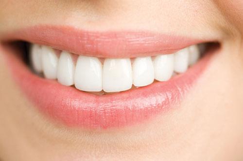 răng bị gãy còn chân răng 3