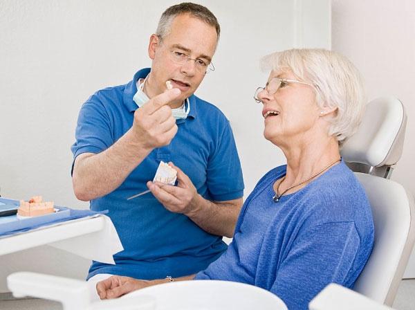 làm răng giả cho người già