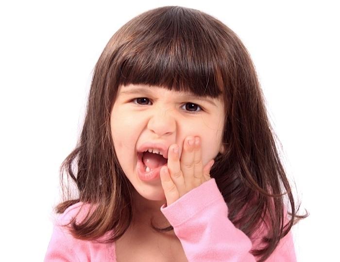 răng sữa lung lay 3