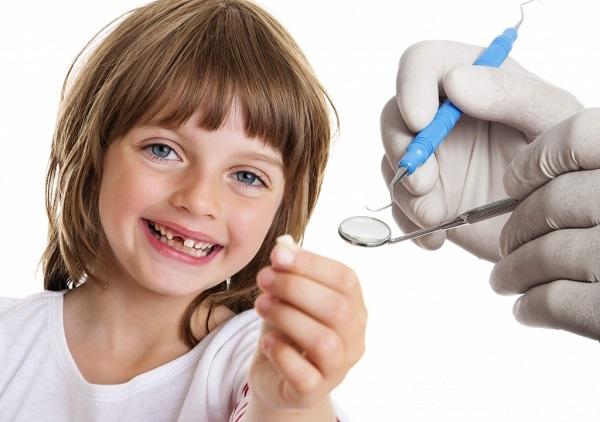 răng sữa lung lay